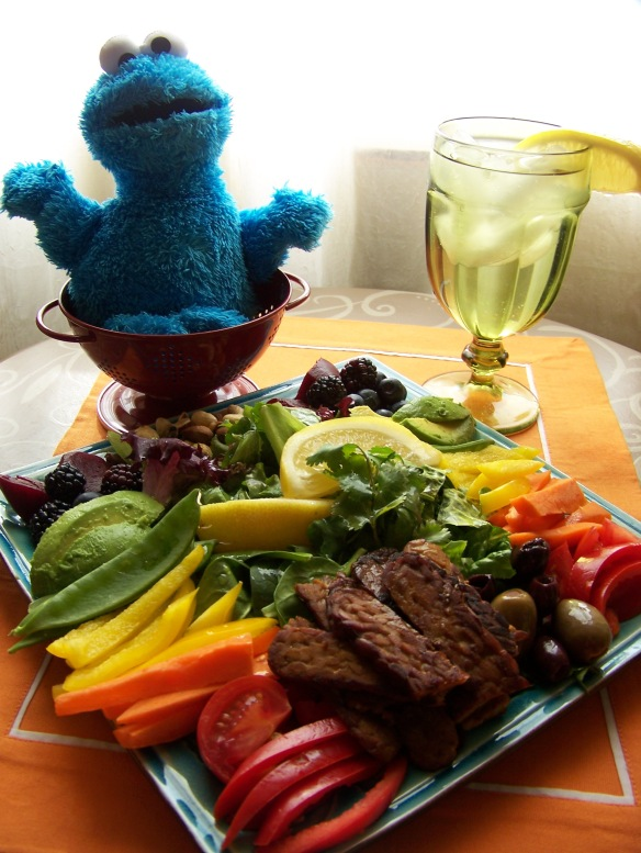 Freddie reminds us to fill our plate with a rainbow of fruit and vegetables!