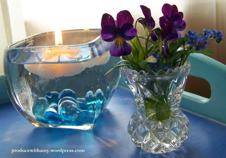 I bought this dainty little crystal vase yesterday for 25 cents when I was thrift shopping. It looks darling with Johnny-jump-ups and forget-me-nots from my garden.
