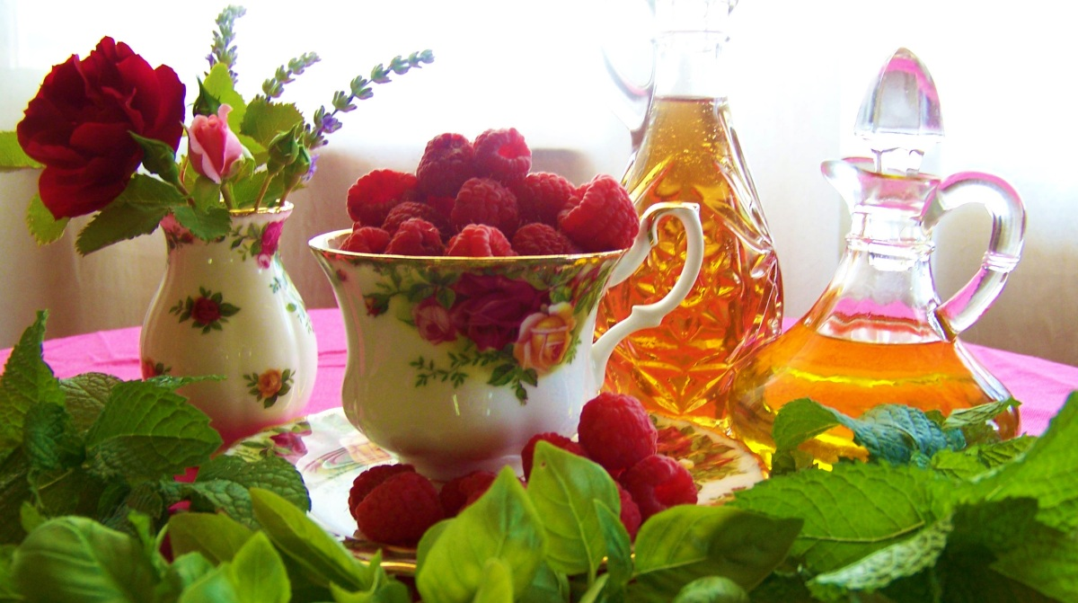 Embrace the Old-Fashioned with Two Homemade Raspberry Vinaigrette Recipes: Basil & Mint