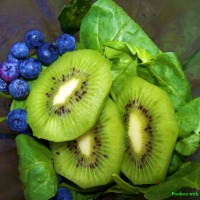 Fierce Green Smoothie with Blueberries and Kiwi